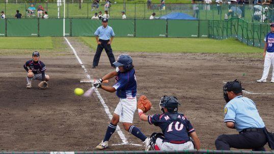 この画像は、サイトの記事「ソフトボール 女子 ホームラン ネットや部活・クラブで話題 YouTube注目無料視聴動画ご紹介!」のイメージ写真画像として利用しています。