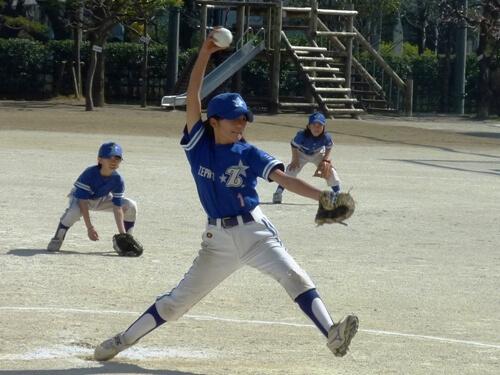 この画像は、サイトの記事「ソフトボール ピッチング スロー ネットや部活・クラブで話題 YouTube注目無料視聴動画ご紹介!」のイメージ写真画像として利用しています。